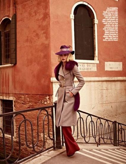 2011秋冬系列,皮草外套,蟒蛇皮西装和铅笔裙,透视薄纱裙,裤腿裤,饰有