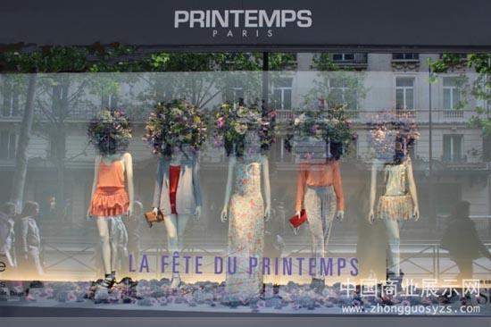 橱窗设计中将花卉艺术与服装展示完美结合